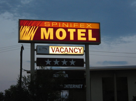 ‪Spinifex Motel‬