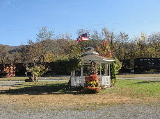 Hot Springs, NC: gazebo when train came by