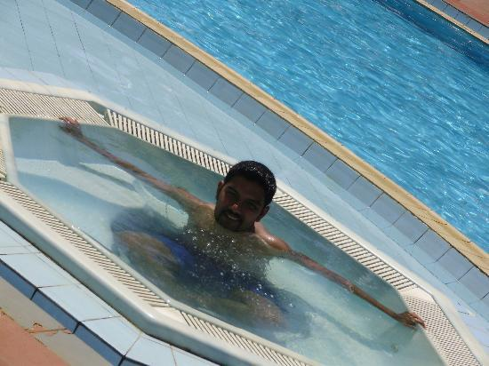 Induruwa, Sri Lanka: Me in the pool...They also have a kids pool