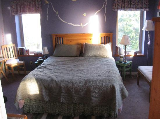 ‪‪Greenwood Country Inn Bed and Breakfast‬: GROSSES UND SEHR KOMPFORTABLES BETT‬