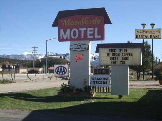 Mesa Verde Motel: Entrance to Motel