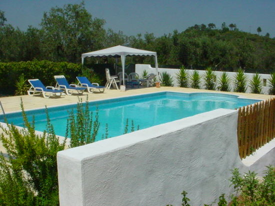 Alvaiazere, Portugalia: Swimming Pool &amp; Loungers