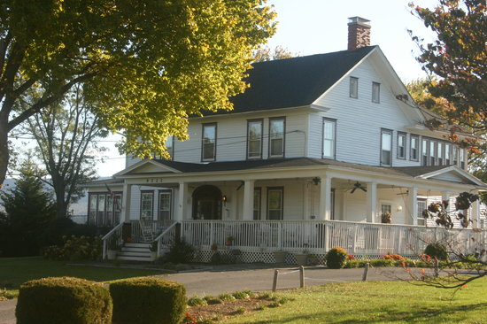 Photo of Cross Roads Inn Bed and Breakfast New Market