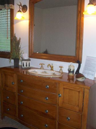 Dockside Bed & Breakfast: my favorite part; the beautiful sink