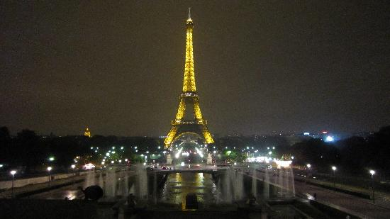 L'Empire Paris: Eiffel Tower - a must see at night time!