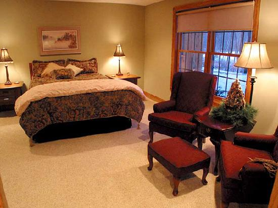 Woodland Trails Bed and Breakfast: Fishing, golf, hiking, canoeing - Minnesota offers so much to enjoy!