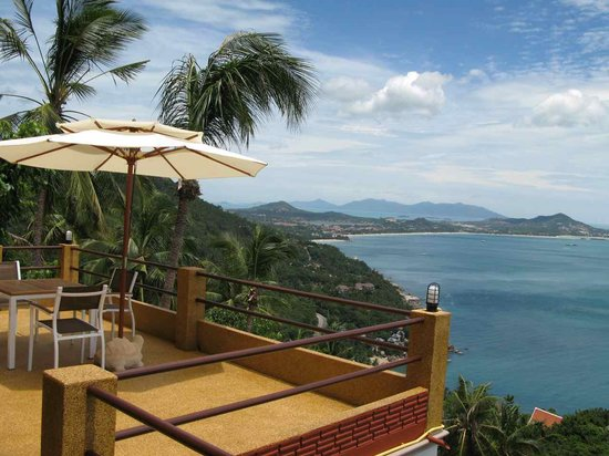 Baan Leam Sila Resort: rooftop views over the gulf