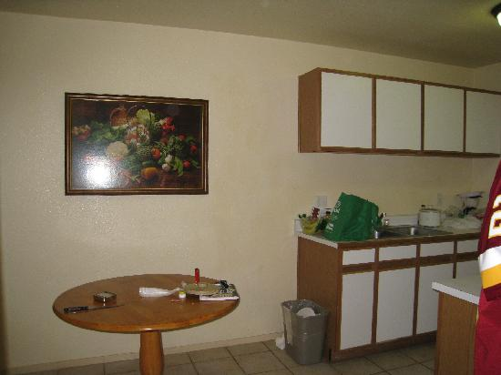 Emerald Suites Cameron: Nice sized kitchen