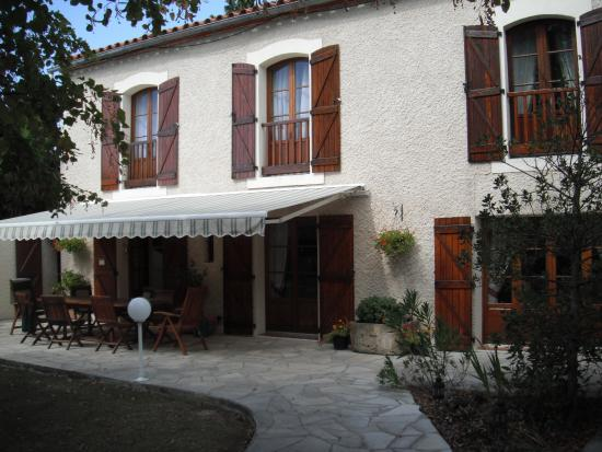 B &amp; B in Limoux at Domaine St George: park the care and head for the table and the world washes away