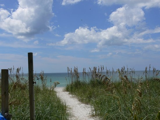 Englewood, FL: Walkway to the beach