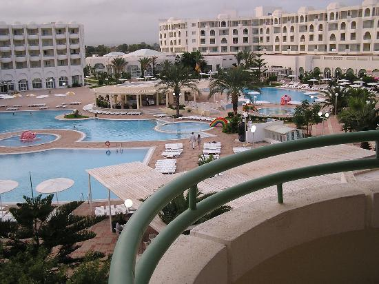 Hotel from the beach picture of el mouradi el menzah for Mouradi hammamet 5 chambre