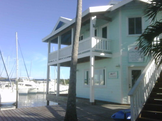 Conch Inn Hotel and Marina: Hotel registration office with marina