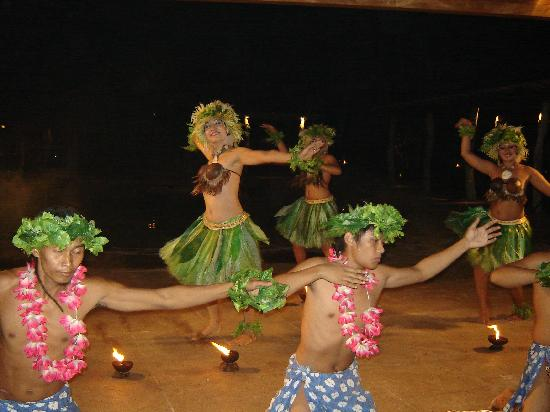 Bluewater Maribago Beach Resort: The Dinner Hula Show