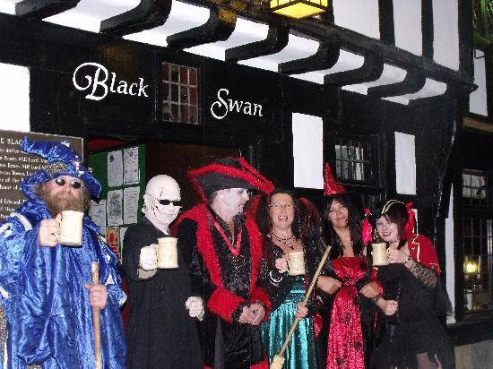 the black swan york. Halloween Ball 2010 (black swan York). By Tribal_Warrior