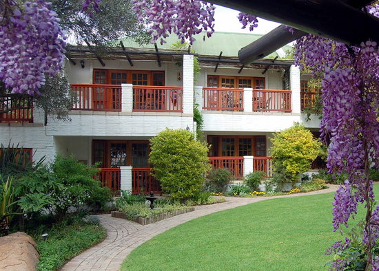 Rivonia Bed & Breakfast: Elegant rooms nestle in lush rambling gardens.