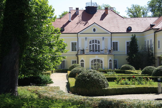 Szidonia Manor House