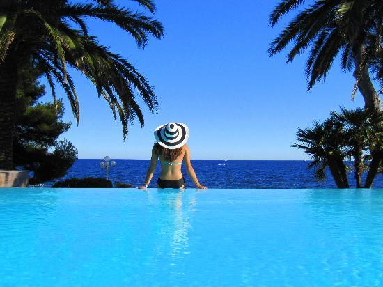 La Villa Mauresque: Our new infinity pool