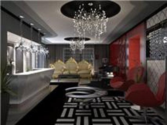 Fashionhaus Hotel: lobby side view