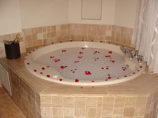 Simple romantic bedroom decorating ideas - Romantic Jacuzzi Our Jacuzzi Set Up For Our Romantic Night Picture