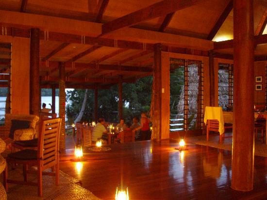 Matava - Fiji's Premier Eco Adventure Resort: Dining by hurricane lamp