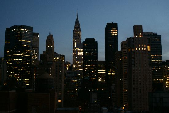 evening view of chrysler building. Black Bedroom Furniture Sets. Home Design Ideas