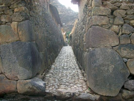 Street in Ollantaytambo