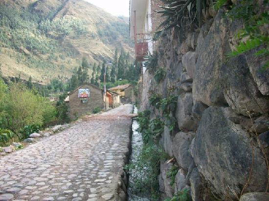 ‪‪Ollantaytambo‬, بيرو: the road to Miscanapampa, Ollantaytambo‬