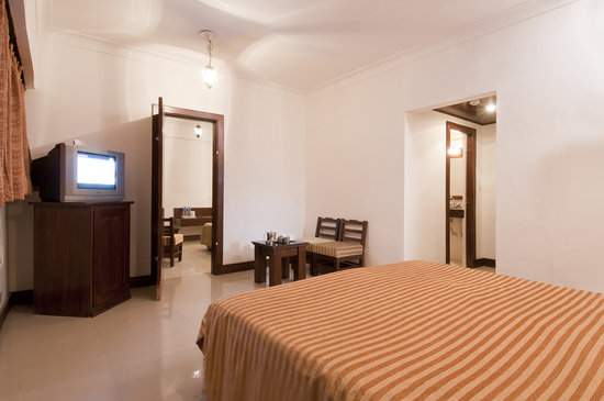 Hotel Atithi, Agra: INTERCONNECTED  FAMILY  ROOM