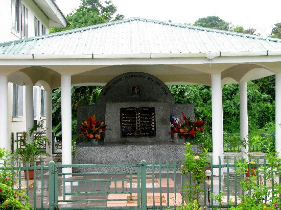 Pago Pago, Amerikaans Samoa: Former Governor Tauese&#39;s Granite Tomb