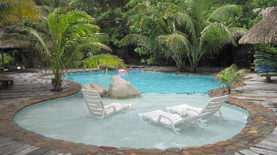 Xanadu Island Resort Belize: The pool.