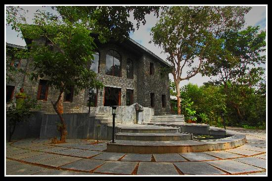 Baihar India  City pictures : Singinawa Jungle Lodge: Main Building