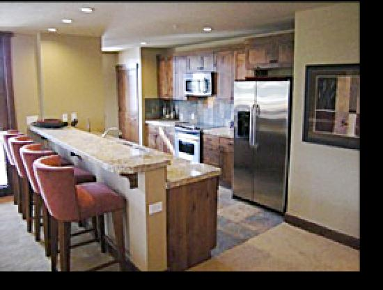Purgatory Lodge at Durango Mountain Resort: Spaceous, Fully Furnished Kitchen