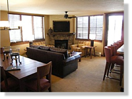 Purgatory Lodge at Durango Mountain Resort: Bright Den with View of Mountain