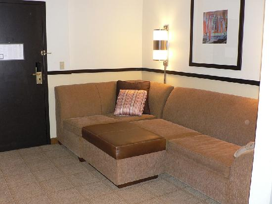 Hyatt Place Colorado Springs: Sofa