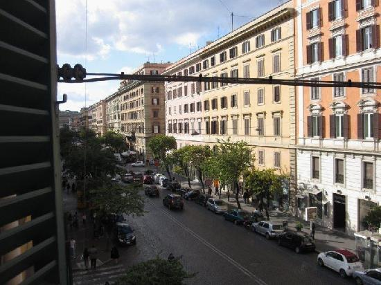 Rome Armony Suites: View from the suite down the road with all the shopping.