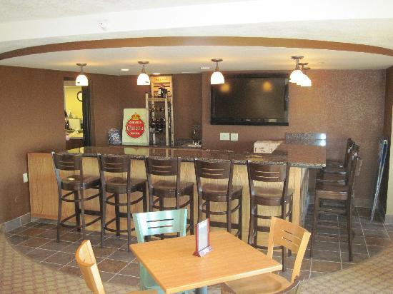AmericInn Lodge & Suites Grimes: New Iowa Room Tavern