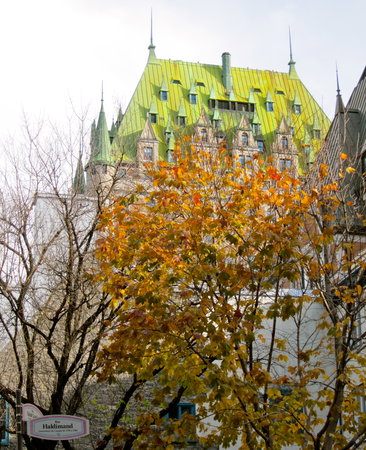 Kota Quebec, Kanada: The Fairmont Peeking Out Above Old Town