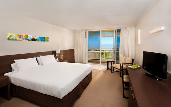 Holiday Inn Cairns Harbourside Hotel