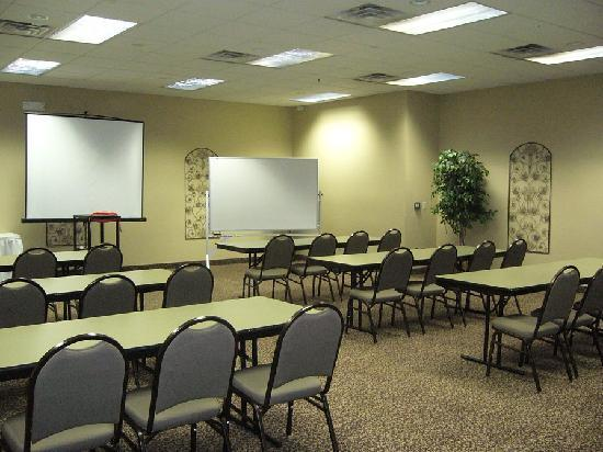 Howard Johnson Inn & Suites: Meeting Room
