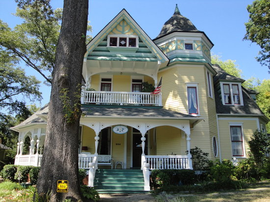 Sugar Magnolia Bed &amp; Breakfast: Exterior