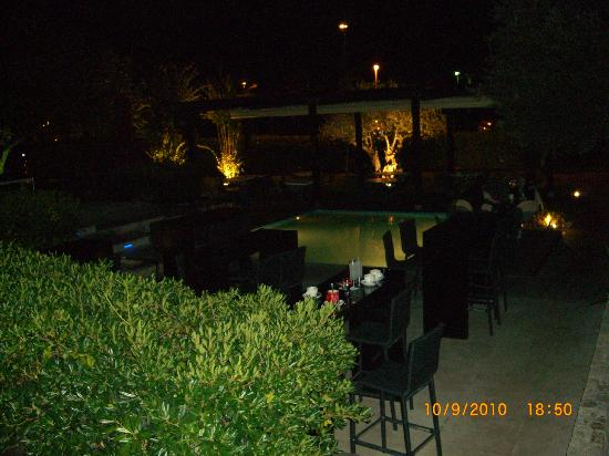 Verudela Beach & Villa Resort: restaurant bar near hotel / bus stop