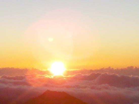 Maui Beachcomber: Sunrise on Haleakala