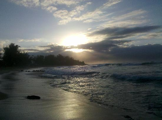 Maui Beachcomber: Sunset beach at house