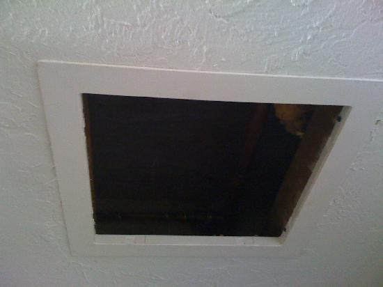 Panama City Resort and Club: Hole in the Ceiling exposing pipes