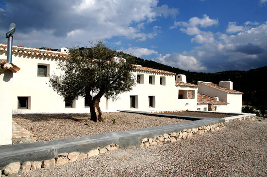 Cortijada Los Gazquez Creative Retreat / Eco-Guest House