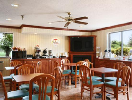 Super 8: Breakfast area