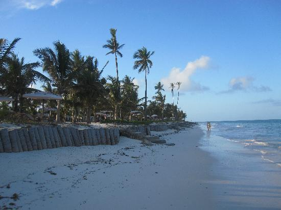 Baraza Resort & Spa: Bwejuu Beach at High Tide
