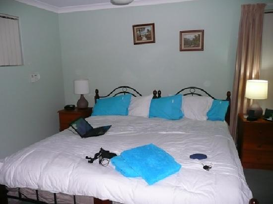Southern River B&B: i slept well in this massive bed