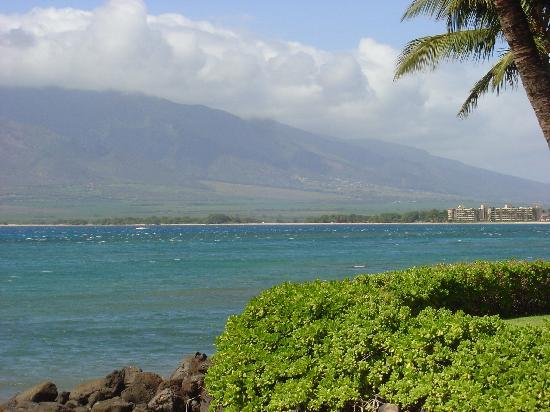 Maui Sugar Beach Inn: shot from the other side of the bay from sugar