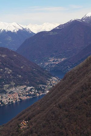Milán, Italia: On top of a mountain in Como.